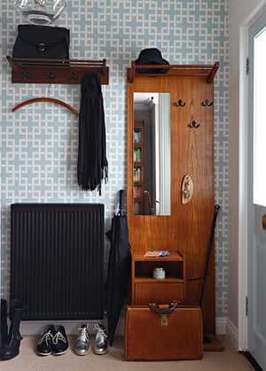 Homes - Petra Tyler: hallway with patterned wallpaper