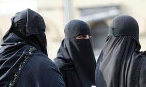Full face veils, Muslim women