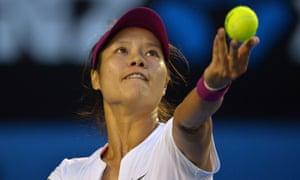 Li Na serves to Dominika Cibulkova.