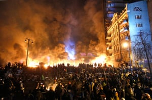 Protests in Ukraine: Black smoke rises during the clashes between protesters and police in Kiev