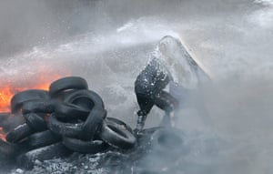 Ukraine: Riot police use water cannon on the protesters