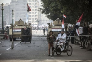 Cairo protest: Egyptian supporters make their way to the rally
