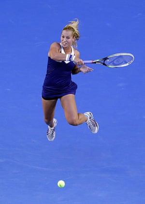 women's final: Dominika Cibulkova returns to Li Na