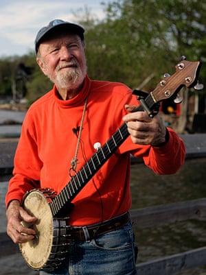 Pete Seeger: Pete Seeger plays his banjo