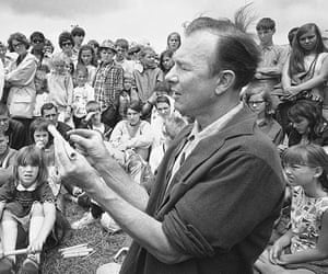 Pete Seeger: Seeger conducts an instrument-making session on Children's Day at the Newpo