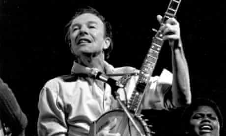 Pete Seeger on stage 1960