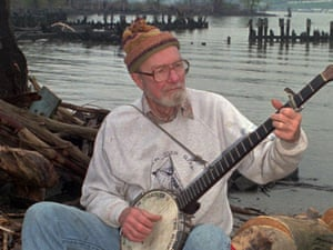Pete Seeger sings as he sits on the bank of the Hudson River on May 3, 1996.