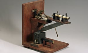 William Henry Bragg's x-ray spectrometer 1910-1926