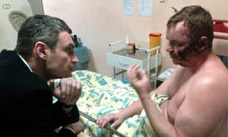 Vitali Klitschko speaks to Dmytro Bulatov in hospital