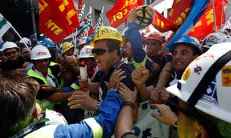 Alcoa Inc's workers protest against their dismissals