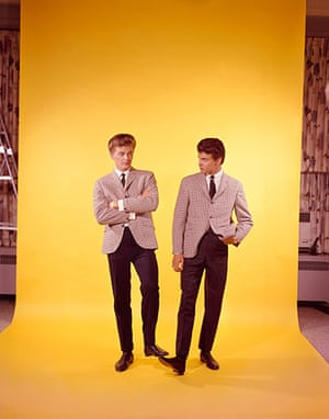 Phil Everly: Studio portrait the Everly Brothers, Phil (left) and Don, New York, 1960