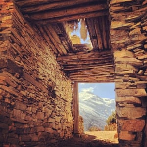 A gateway assembled from stones on the Annapurna Circuit trail
