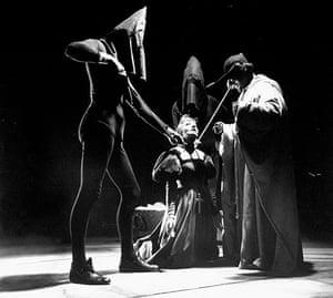 Duchess of Malfi: Elisabeth Bergner (kneeling) in The Duchess of Malfi, 1946
