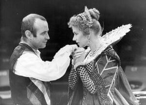Duchess of Malfi: Bob Hoskins and Helen Mirren in The Duchess of Malfi at the Royal Exchange