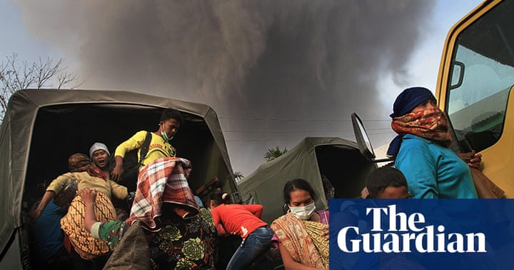 Residents flee amid fear of Mount Sinabung volcano ...