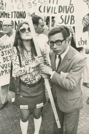 Pro-divorce demonstration in advanceof the 1974 divorce referendum, 1974.