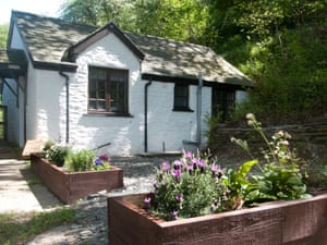 Nature trail: cosy Oak Tree Cottage, in the heart of the Welsh countryside.