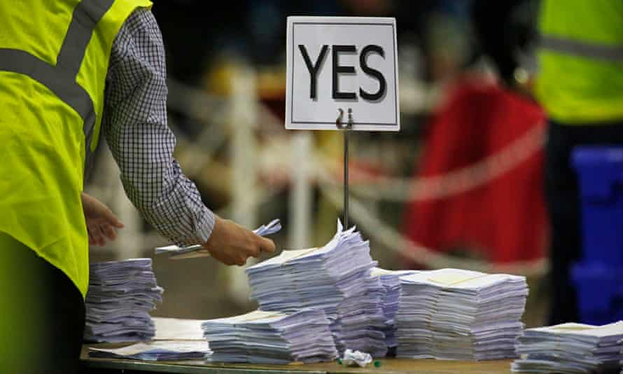 Vote counting at the Scottish independence referendum campaign