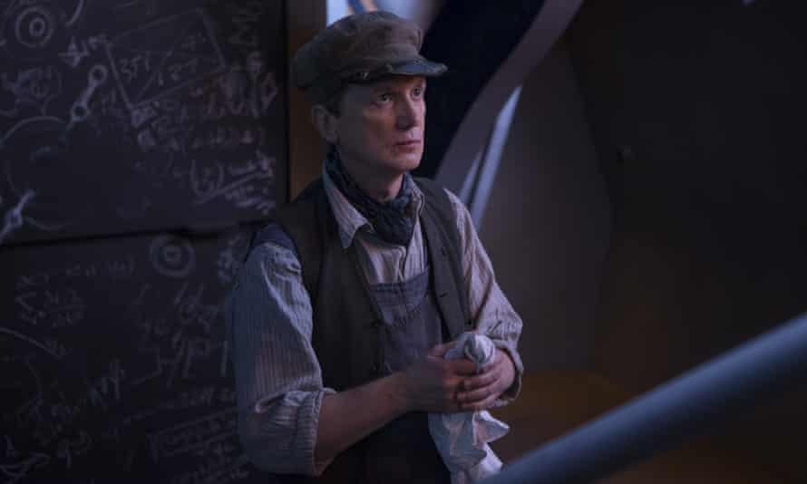 Frank Skinner as Perkins the engineer.