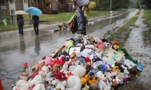 A makeshift memorial sits near the spot where 18-year-old Michael Brown was shot and killed by a police officer in Ferguson, Missouri, 9 August 2014.