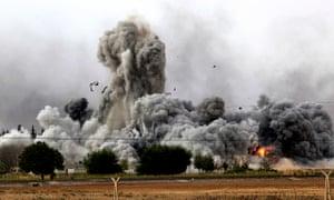 **BESTPIX**  Syrian Kurds Battle IS To Retain Control Of Kobani