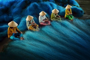 CBRE Urban Photographer of the Year CompetitionAsia Pacific Winner - Ly Hoang Long - Net Mending