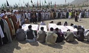 Shia Hazara mourn suidice bomb victims in Quetta
