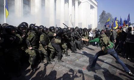 Demonstrators and police outside Kiev parliament