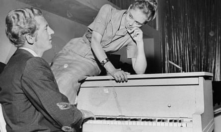 Jerry Lee Lewis plays the piano for his 13-year-old bride, M
