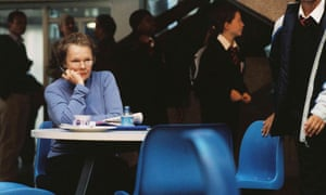 Cafefearia …Judi Dench with scattered schoolchildren in Notes on a Scandal.