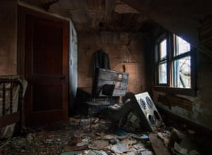 Haunting homes ohio 39 s abandoned country houses in for Bedroom nothing lasts