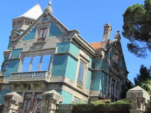 A vacant palace on Bonjardim Street, Porto