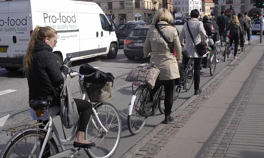 Cyclists in Copenhagen queue patiently for traffic lights – better design leads to better behaviour.