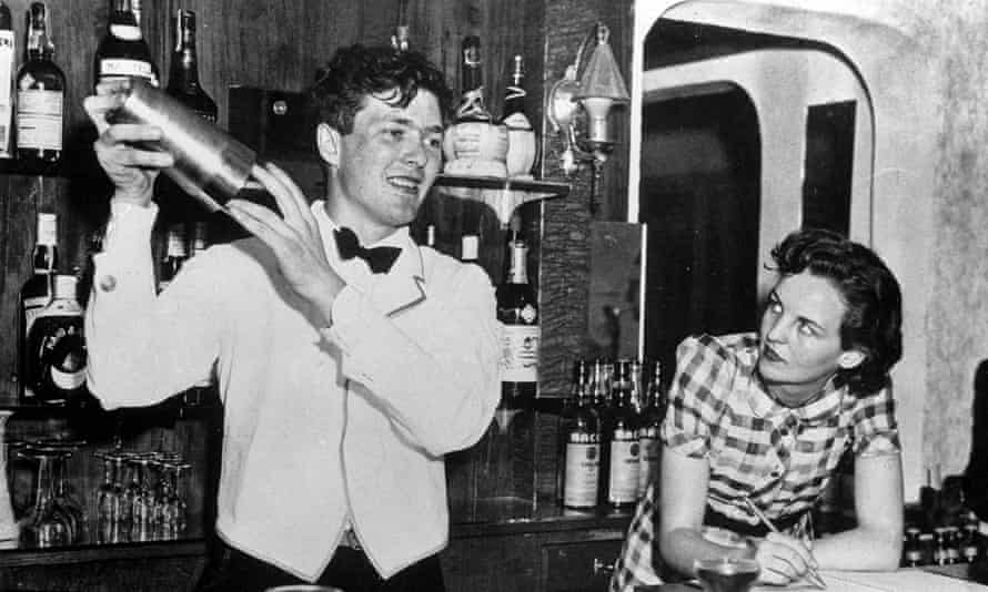 January 1940: Jessica Mitford and Esmond Romilly working in a bar in Miami.