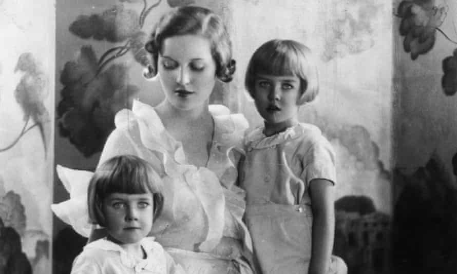Diana Mitford with sons Jonathon and Desmond Guinness in 1930.