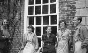 Pamela Mitford (left) with friends including Bryan Guinness (Diana's husband) at Biddesden, 1933.