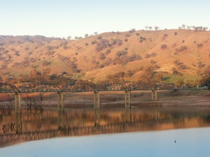 Lake Hume, formed by the Hume Weir in Albury, The Murray