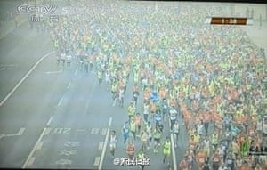 Photos on social media showed runners in a haze of smog