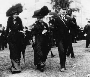 Racegoers at Royal Ascot in 1910, after the death of Edward VII. It became known as 'Black Ascot'.