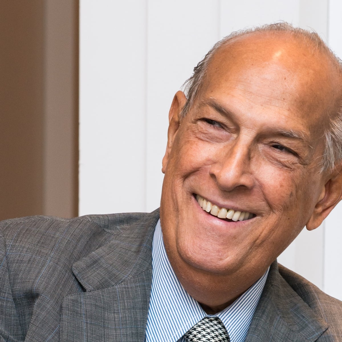 Fashion Designer Oscar De La Renta Dies Aged 82 Fashion The Guardian