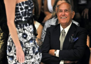 Oscar de la Renta smiles during the presentation of his collection 'Resort 2010', during the ninth edition of the Cali Exposhow in Cali, southwest Colombia, 15 October 2009.