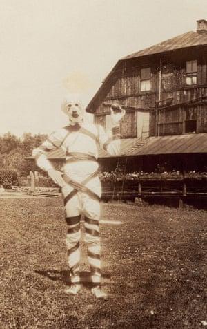 Vintage Halloween Costume Pictures.Creepy Vintage Halloween Costumes In Pictures Life And Style