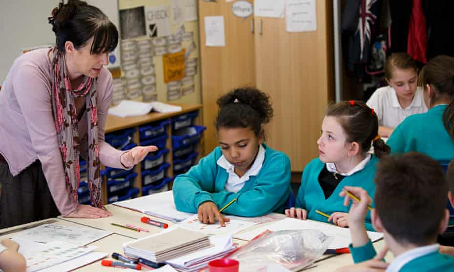 Katrina Chisholm teaches a maths class at Ravenswood Community Primary School in Ipswich, Suffolk