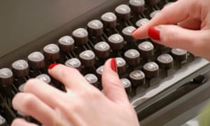How do I become a scriptwriter