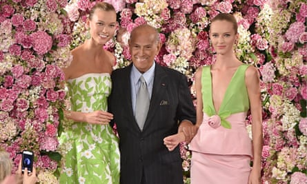Oscar de la Renta on the runway at his fashion show in September.
