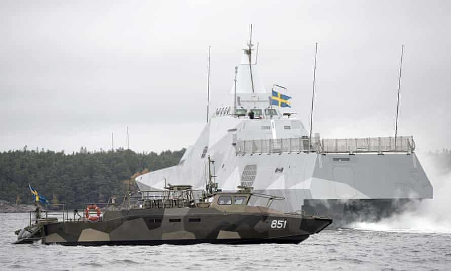 Sweden hunts suspected foreign submarine off Stockholm coast, Sweden - 19 Oct 2014