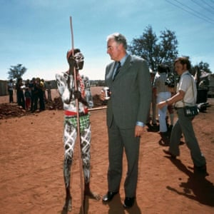 Gough Whitlam with an Aboriginal man at Wattle Creek in 1975.