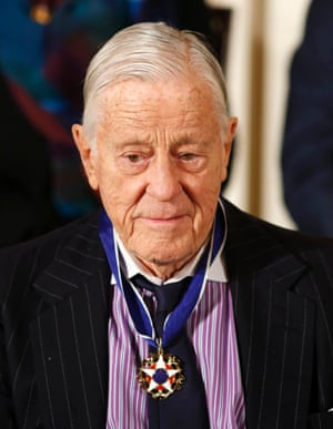 Ben Bradlee wearing his medal at the White House in November 2013.