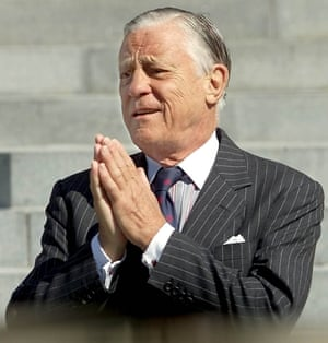 Ben Bradlee arrives at the Washington National Cathedral to attend the funeral service for Katharine Graham, former chairwoman, chief executive and publisher of the Post.