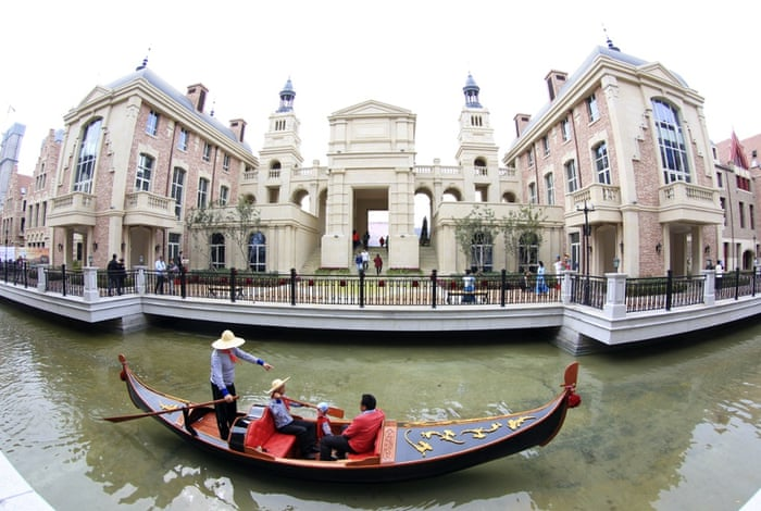 Chinese people can now experience Venice without actually going to Italy after the Northern Chinese city of Dalian built a 4km canal lined with European style buildings.